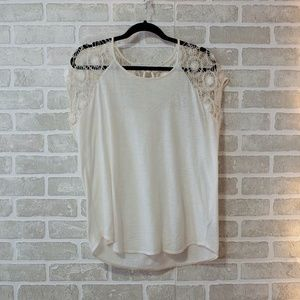 White t-shirt with shoulder lace